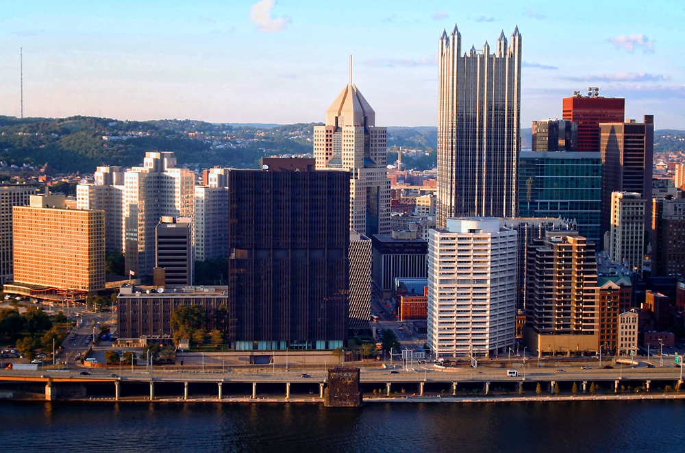 Pittsburgh, Pennsylvania from Mount Washington overlook. Image Credit: Travel Photographers Magazine